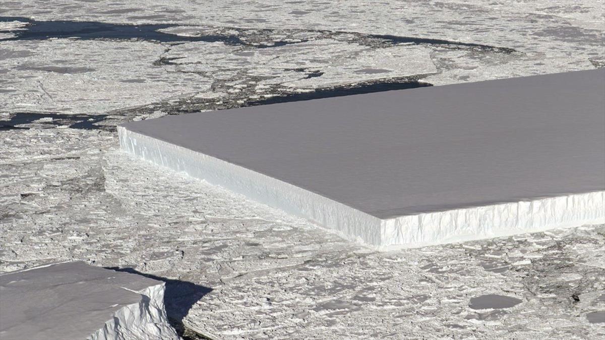 El iceberg con forma de rectángulo perfecto detectado por la NASA.