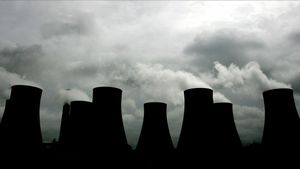 Steam billows from cooling towers at the Radcliffe Power Station near Nottingham in central England on May 25  2005  Business is booming in Europe s new market for trading pollution credits but doubts remain about the scheme s long-term ability to punch its weight in the fight against global warming  Picture taken May 25  2005  To match feature Environment-CO2-Trade      REUTERS Mike Finn-Kelcey