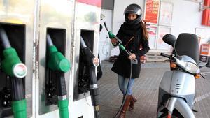 Así es la nomenclatura del nuevo etiquetado para los combustibles que entra hoy en vigor.