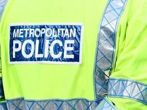 Detinguts cinc adolescents per la mort d'un nen britànic de 13 anys