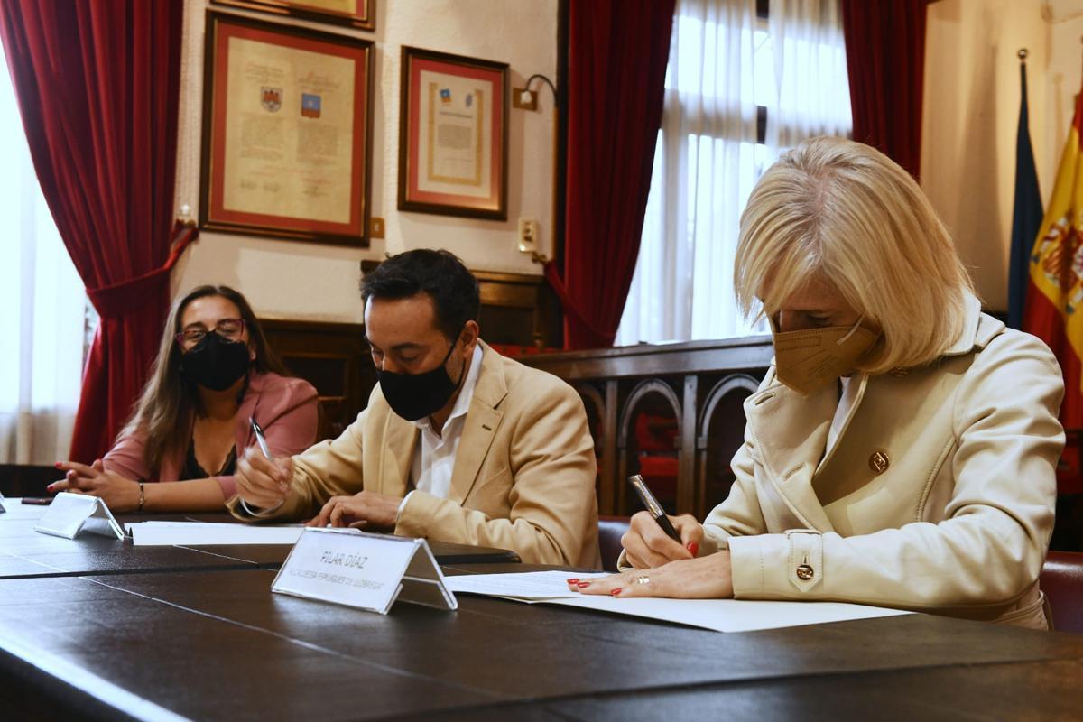 El Ayuntamiento y la Asociación Empresarial Esplugues Innova firman un convenio para fortalecer el tejido productivo