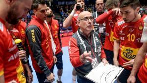 El seleccionador Jordi Ribera, en una imagen de archivo, en un tiempo muerto con sus jugadores