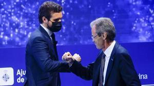 Casado asegura que los indultos traerán más frustración. En la foto, el líder del PP, PabloCasado, saluda al vicepresidente del Círculo de Economía, Jordi Gual, antes de intervenir en la segunda jornada de la XXXVI Reunión del Cercle d'Economia.