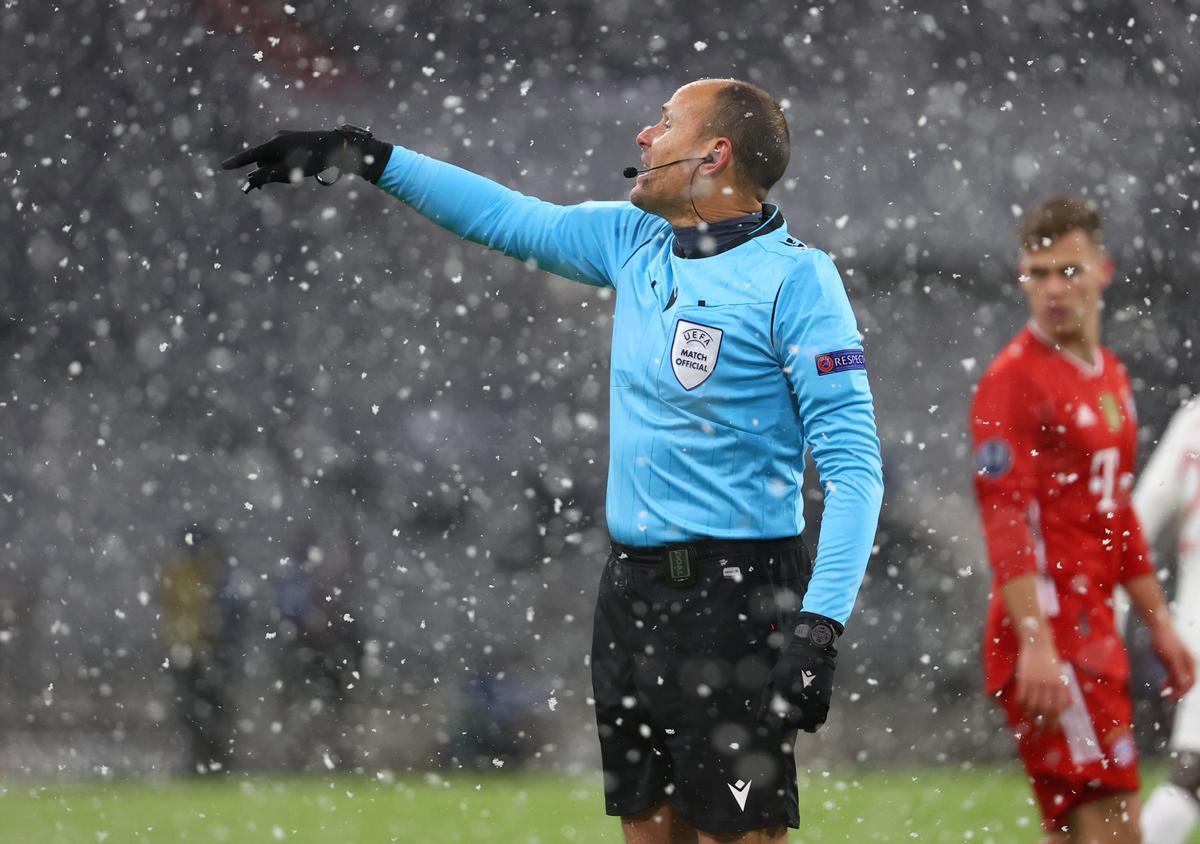 Mateo Lahoz, en el Bayern-PSG de este miércoles.