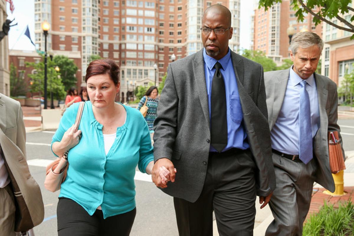 El exagente Jeffrey Sterling, en el medio.