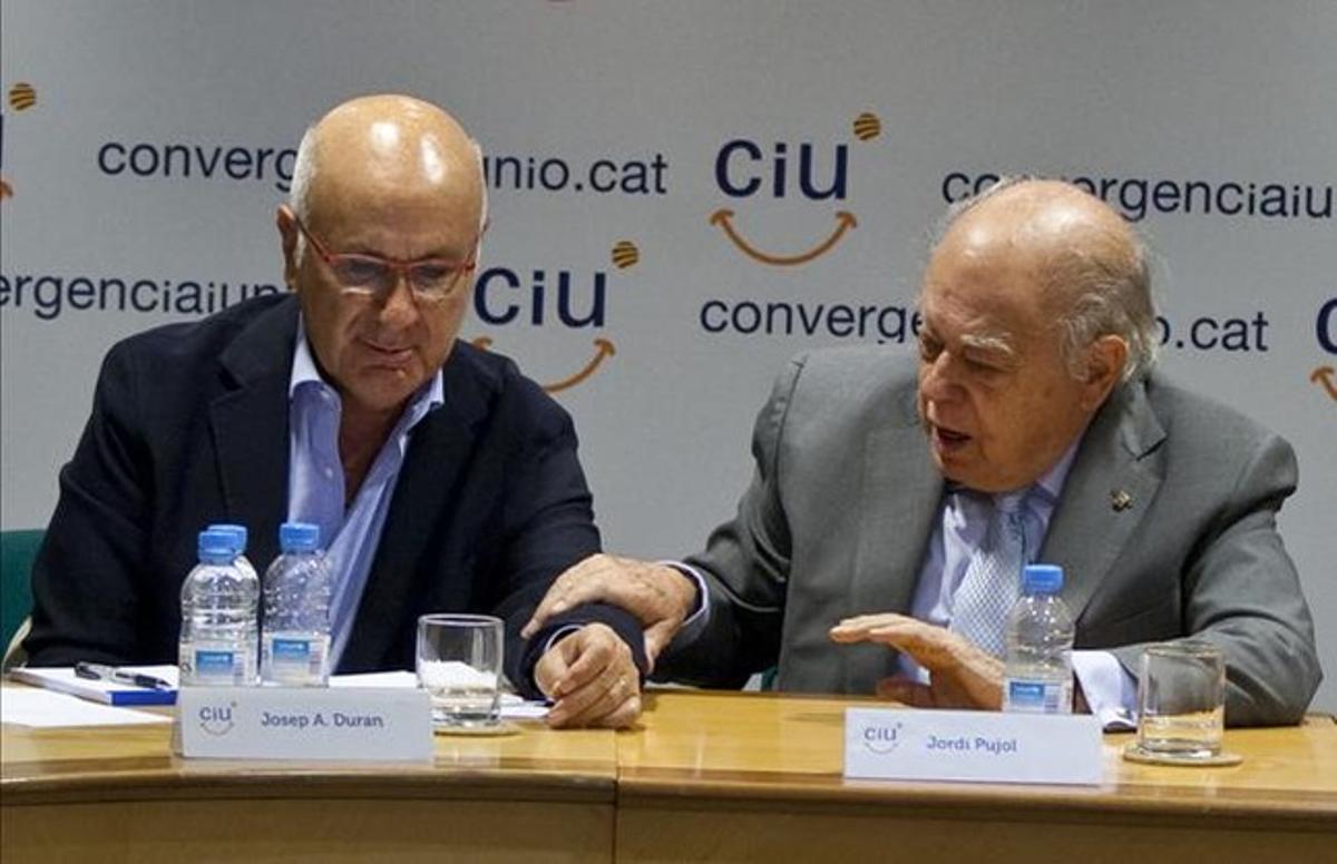 El líder de Unió, Josep Antoni Duran Lleida (izquierda), junto al 'expresident' Jordi Pujol, el pasado día 17, en Barcelona. DANNY CAMINAL