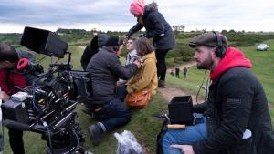 David Freyne, a la derecha, en una pausa del rodaje.
