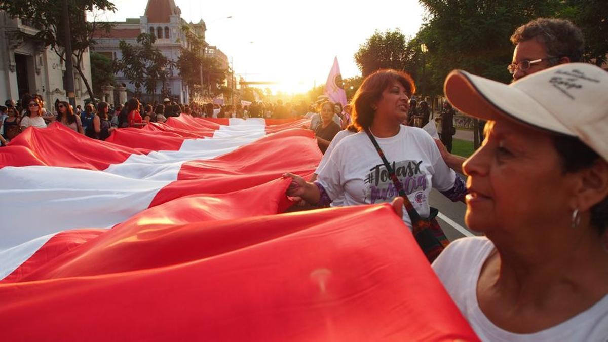 Manifestación de mujeres en el centro de Lima.