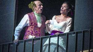 Escenografía sencilla 8 Una de las escenas del montaje de Joan Font de la ópera 'Il barbiere di Siviglia'.