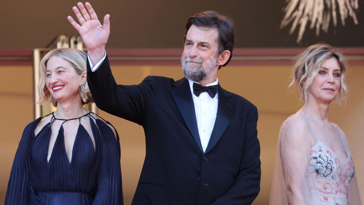 Nanni Moretti, con las actrices Alba Rohrbacher (izquierda) y Margherita Buy, en Cannes