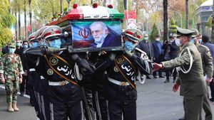 Qom (Iran(islamic Republic Of))  20 04 2016 - A handout photo made available by the Iranian defence ministry office shows soldiers carrying the coffin of slain Iranian nuclear scientist Mohsen Fakhrizadeh during funeral procession inside the Iranian defense ministry in Tehran  Iran  30 November 2020  Media reported that Iran blamed Israel for the assassination of Mohsen Fakhrizadeh  a senior Iranian nuclear scientist  (Teheran) EFE EPA DEFENCE MINISTRY OFFICE HANDOUT HANDOUT EDITORIAL USE ONLY NO SALES