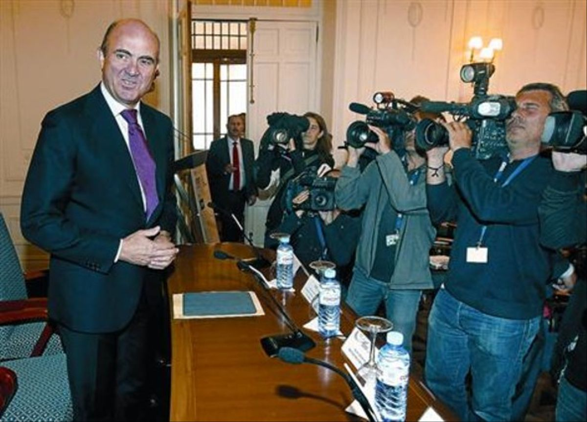 El ministro de Economía, Luis de Guindos, antes de su participación en un curso de APIE en la Universidad Menéndez Pelayo de Santander, ayer.