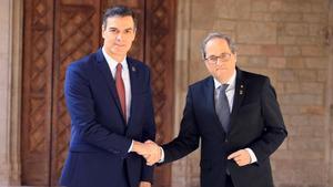 Quim Torra recibe a Pedro Sánchez en la Generalitat.