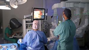 El hospital Germans Trias realiza la primera cirugía bariátrica robótica sin ingreso convencional.