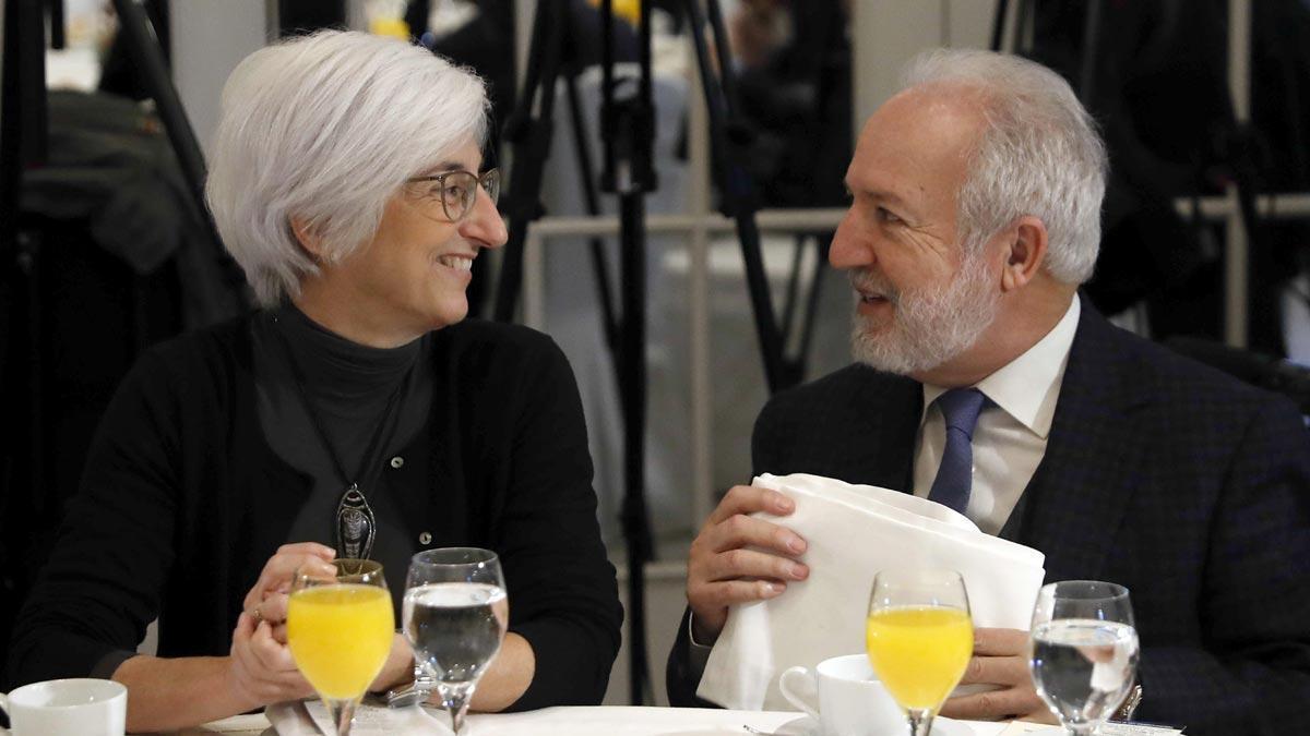La fiscal general del Estado expresa su preocupación por los independentistas en huelga de hambre. En la foto,María José Segarraconversa con el secretario de Estado de Justicia, Manuel Jesús Dolz Lago.