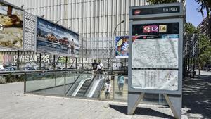 Entrada de la estación del metro La Pau, de la línea 4.