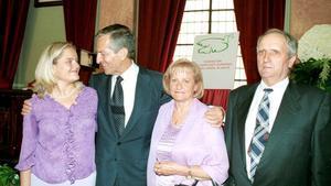 La familia de Miguel Ángel Blanco junto a Adolfo Suárez, en una imagen de archivo.