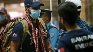 La llegada al aeropuerto de Katmandú del príncipe Mohamed Hamad.