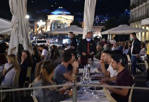 Terrazas abarrotadas en una plaza de Turín, este fin de semana.