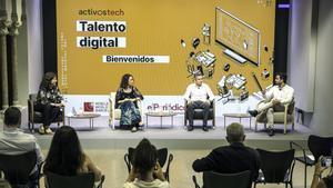 De izquierda a derecha: Gemma Martínez, directora adjunta de EL PERIÓDICO; Clara Navarro, cofundadora de Ship2B; Jordi Arrufí, director de Talento Digital en Mobile World Capital; y Jared Gil, cofundador de Nuclio Digital School.