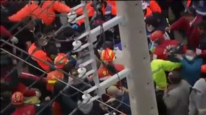 Un edifici de 17 plantes s'ensorrai atrapa desenes de persones ala ciutat de Tainan, aTaiwan.