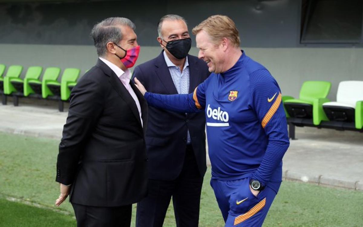 Laporta, Yuste y Koeman, en la ciudad deportiva del Barça.