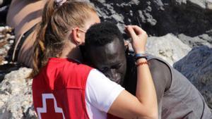 #GraciasLuna, el recolzament a la voluntària de la Creu Roja que va consolar un immigrant a Ceuta