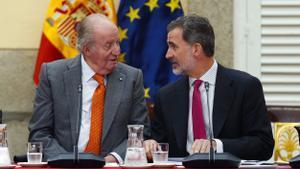 Juan Carlos y Felipe, el 14 de mayo de 2019, durante una reunión del patronato de la Fundación Cotec, en Madrid.