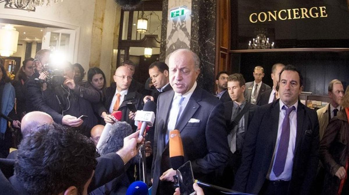 El ministro francés de Exteriores, Laurent Fabius, comparece ante la prensa en Viena.