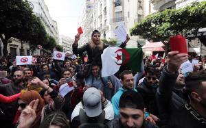 Protestas en Alger contra Bouteflika, este domingo.