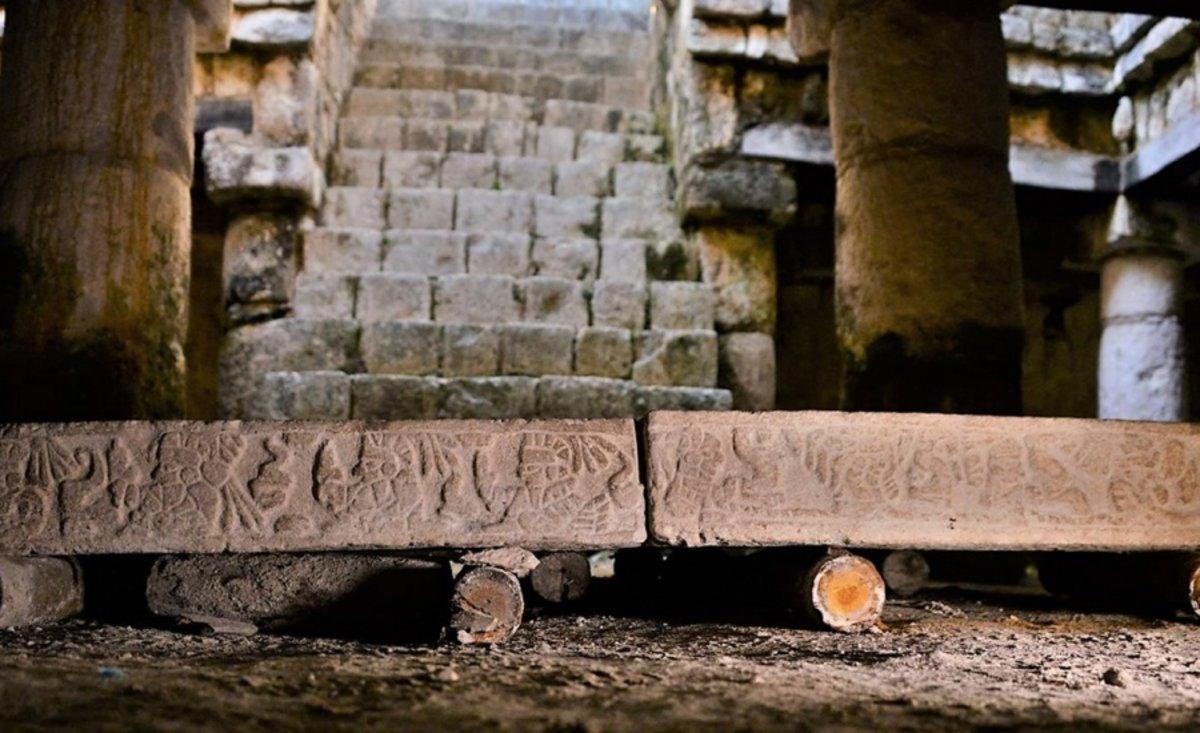 Arqueólogos ubicaron nuevas estructuras y descubrieron objetos nunca vistos en la zona, como una mesa de piedra con representaciones de cautivos en sus cantos.