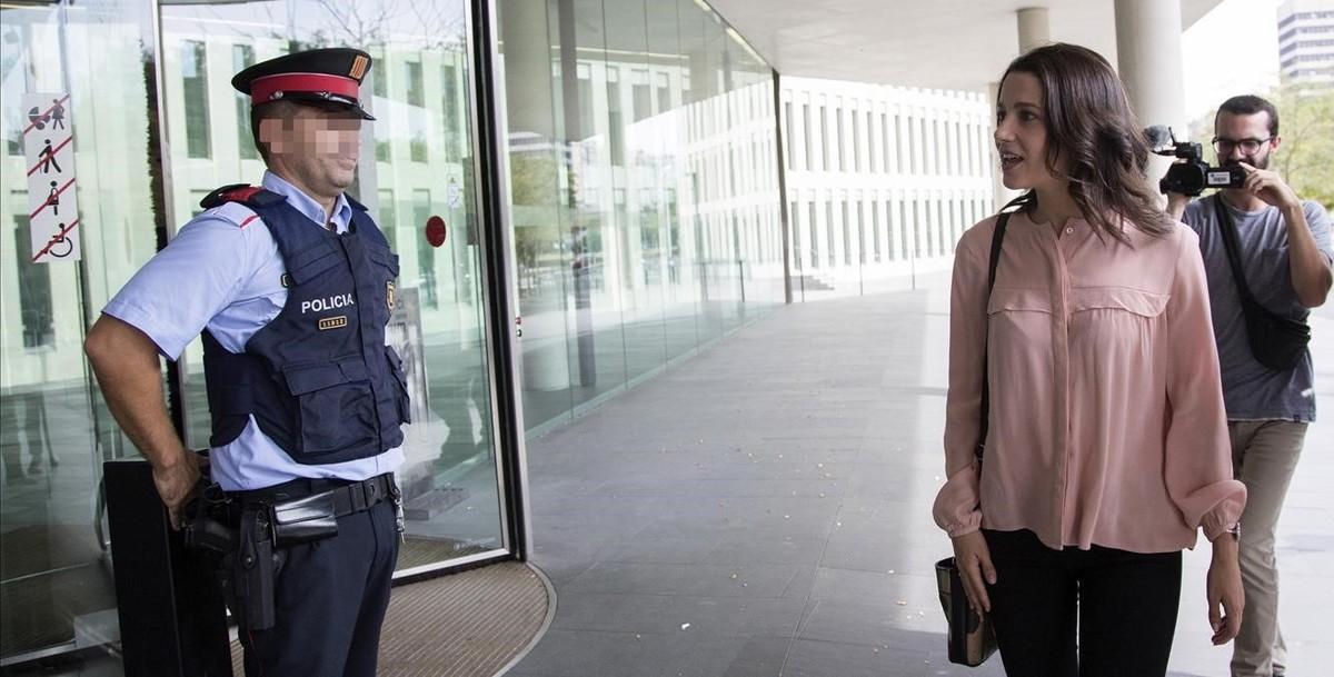 Inés Arrimadasha presentado una denuncia ante la Fiscalia de Menores contra la consellera d'Ensenyament,Clara Ponsatí.