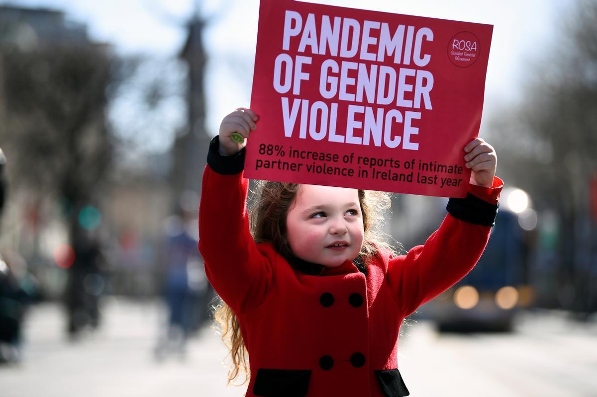 Dones als carrers contra l'odi