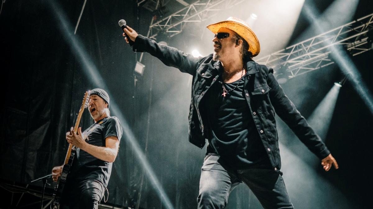 Los Please I Love U2 recrean la estética y la música de Bono y compañía.