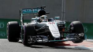 Lewis Hamilton, líder por poco en los entrenamientos libres de Abu Dabi.