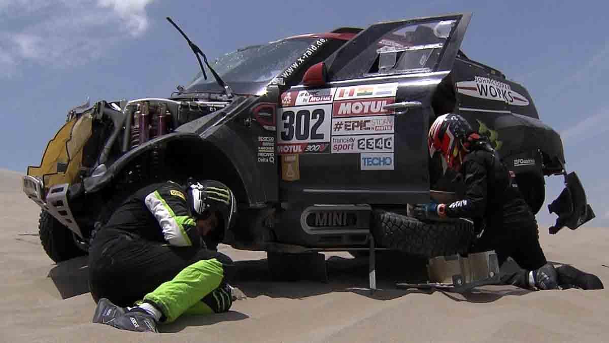Nani Roma sufre un accidente que le obliga a abandonar el Dakar.