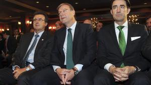 El alcalde de León, Antonio Silván, en el centro, junto al empresario José Luis Ulibarri, a la izquierda.
