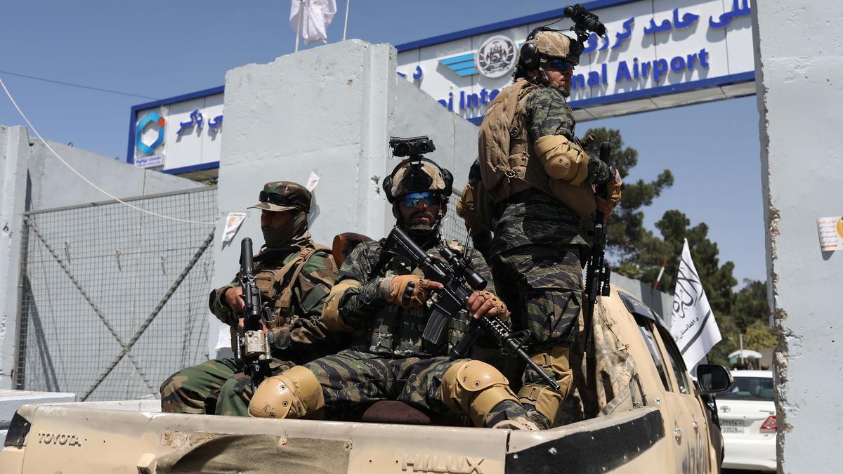 Las fuerzas especiales de los talibanes acceden al aeropuerto internacional de Kabul