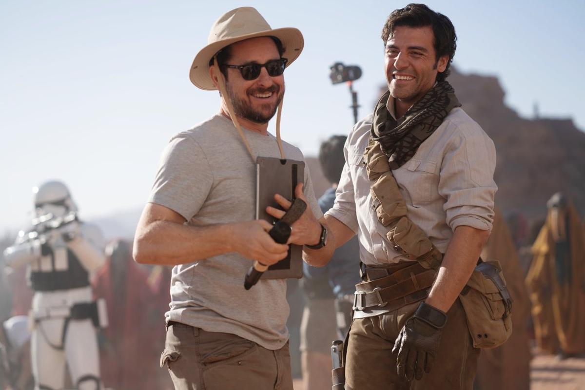 J. J. Abrams (izquierda) y Oscar Isaac, durante el rodaje.