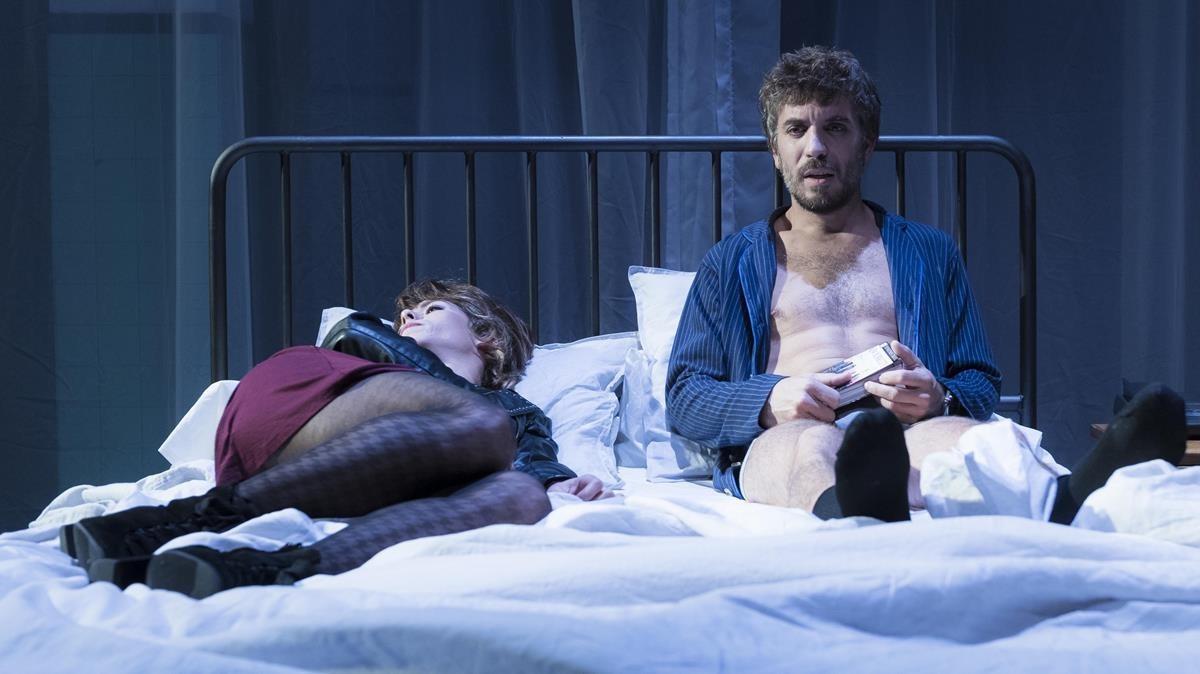 Jordi Oriol y Paula Blanco en una escena de 'Islàndia'.