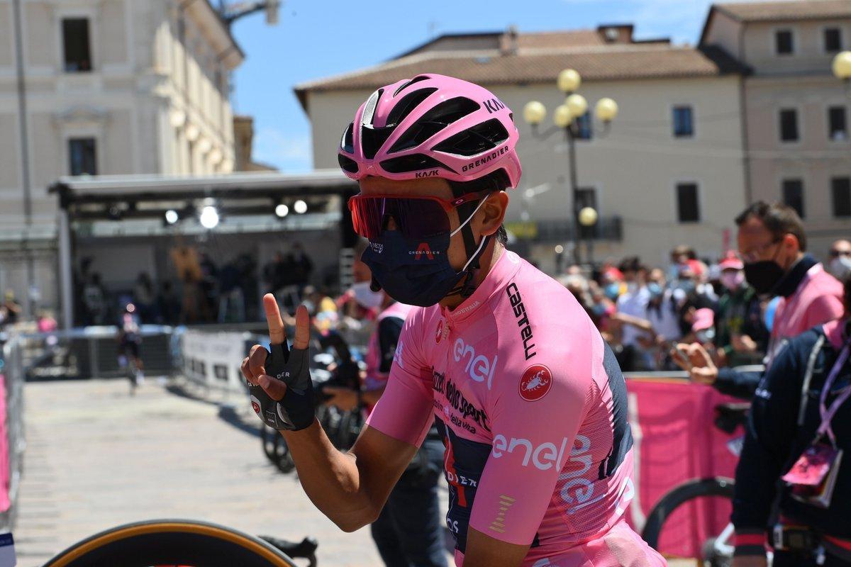 Egan Bernal, el lunes, en su primer día en carrera vestido de rosa.
