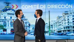Teodoro García Egea y Pablo Casado, este martes, en el comité de dirección celebrado en Madrid.