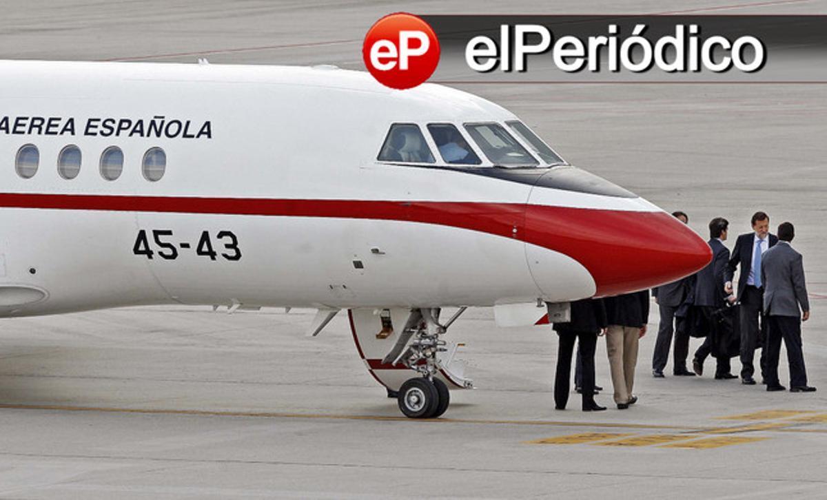 Rajoy, a su llegada al aeropuerto de Vigo a bordo del avión oficial, ayer.