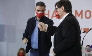 Pedro Sánchez y Salvado Illa, en un acto de campaña del PSC para el 14-F.