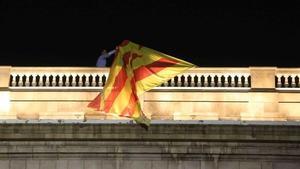 El PP vol cessar els polítics que permetin estelades o llaços a seus públiques
