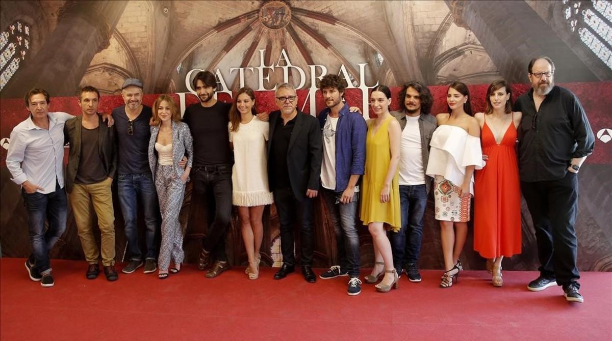 Equipo artístico de la serie 'La catedral del mar', que grabará Antena 3 en los próximos meses.