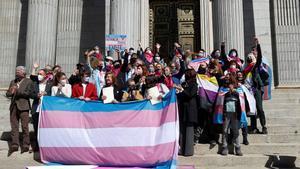 Manifestación de la plataforma trans a las puertas del Congreso.