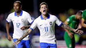 Coutinho celebra su primer gol ante Bolivia al transformar un penalti.