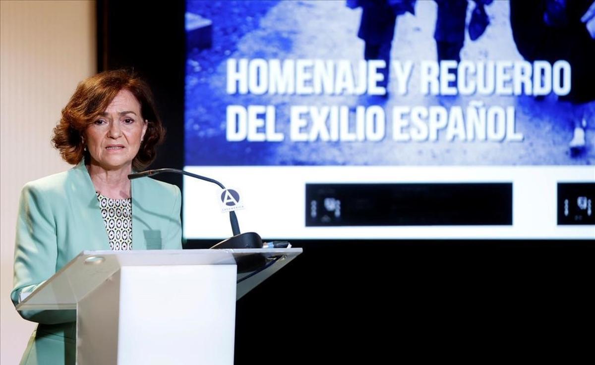 Carmen Calvo rinde homenaje a los exiliados y a quienes mantienen vivo el recuerdo, en un acto organizado en la Casa América en Madrid.