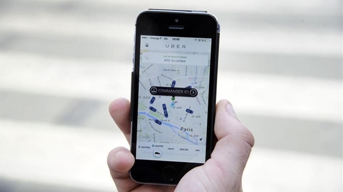 Un usuario utiliza la versión francesa de Uber.